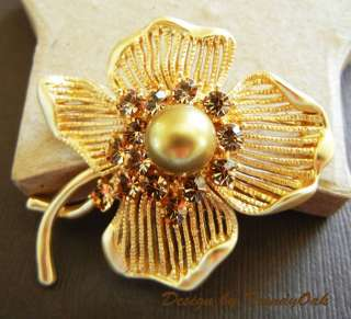20K Gold Plated Clover Brooch Pin with Swarovski Crystal Shell Pearl
