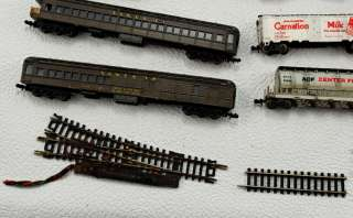 26 Assorted Vintage HO Train Cars & Other Items Atlas Lima Trix Alm