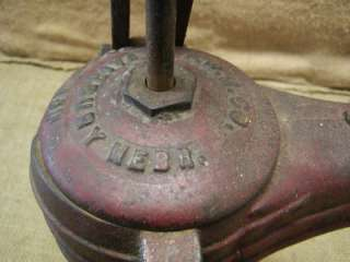 Vintage Cast Iron Farm Pump > Antique Old Pumps Garden