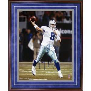 Autographed Tony Romo Picture   Framed Passing 16x20
