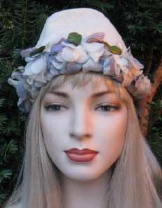 VTG 50s WHITE STRAW BUCKET HAT WITH LAVENDER FLOWERS BY MODER MISS