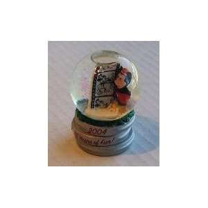 Disney 2004 Christmas Mini Snow Globe