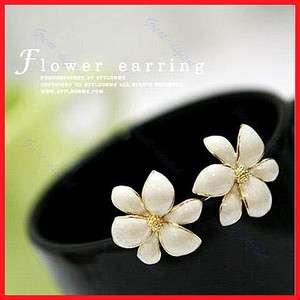 Korean Style Beautiful Elegant Golden Flower Studs Earrings New