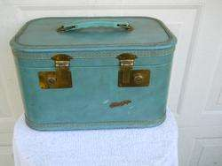 Hard Shell Train case Luggage 14x9x8 Needs a good cleaning
