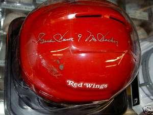 GORDIE HOWE AUTO SIGNED MINI HELMET RED WINGS  RED