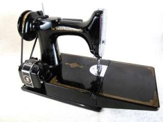 Excellent Singer Featherweight Sewing Machine w/ Box Key Accessories