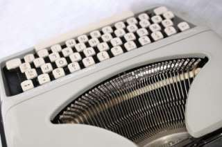 Premier Manual Portable Typewriter Clean Sperry Rand Holland