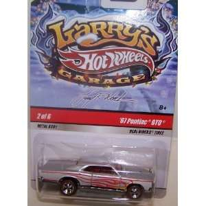Mattel Hot Wheels 1/64 Scale Diecast Larrys Garage Christmas Edition