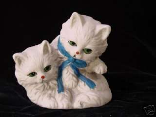 BEAUTIFUL VINTAGE PORCELAIN CAT STATUE FIGURINE ~ CATS